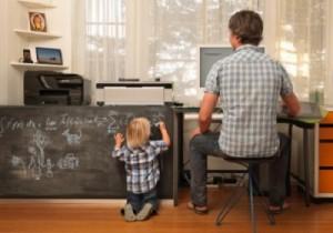 爸爸该花多少时间陪孩子?或许开个电台吧