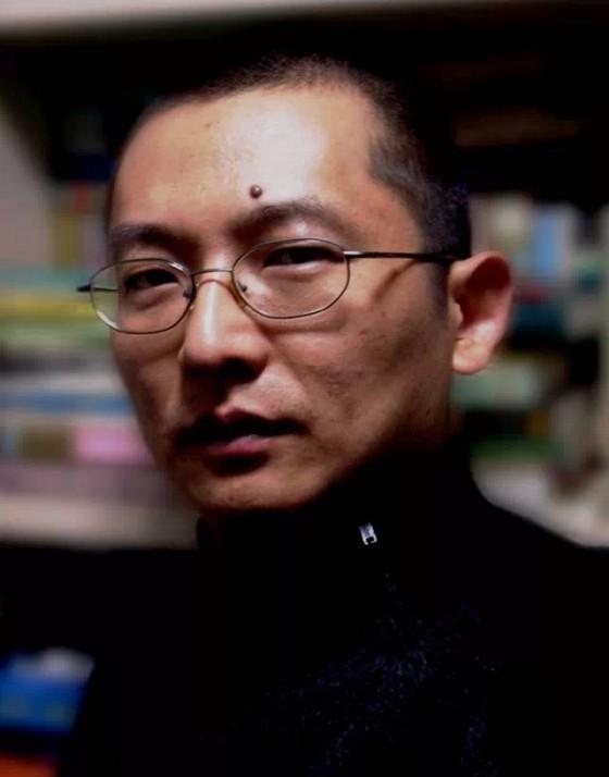 向外滩画报执行总编辑田健东提问:如何让孩子接触国际教育和国学教育