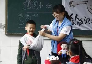 很多人在地震后想到灾区做志愿者,却很少像裴筱一样坚持了两年半