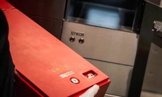 """在中国第一高楼花68888买一个""""宝库"""",人们都藏了些什么?"""