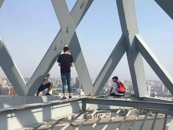为什么年轻人会沉迷于Rooftopping这样的危险游戏?| 症常青年