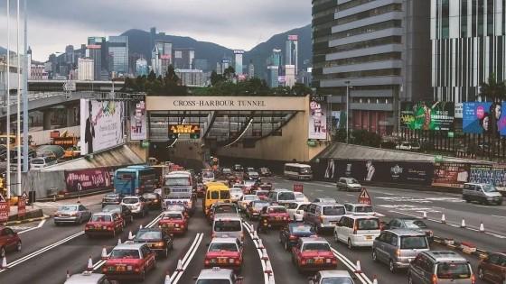 去香港买保险的大陆人, 因何入坑? | 中国三明治