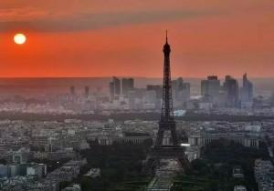 在巴黎开?#20848;?#24215;的中国女人