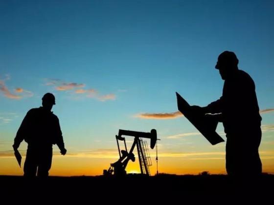 我们都来自油田,但是过着两种不同的人生 | 破茧