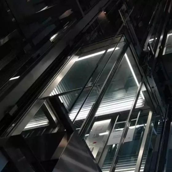 五月的纽约,汽车疯狂撞倒23人,而我被困在电梯