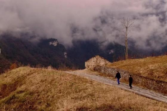 武汉朋克在恩施:大峡谷、摩托,青年旅舍 | 在地