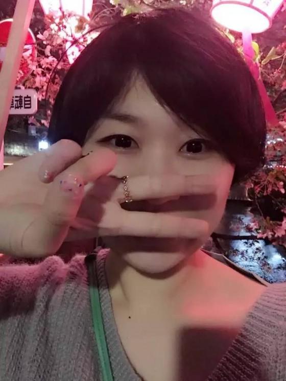 每个周末下班后,她都飞往韩国见偶像